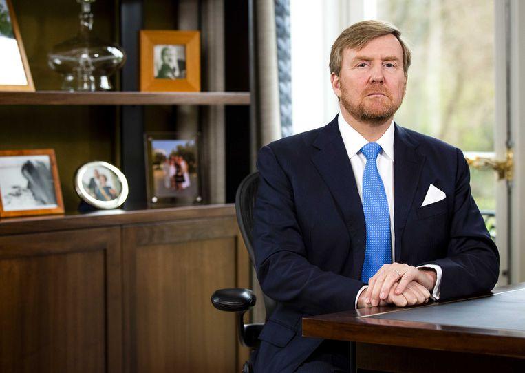 Koning Willem-Alexander in zijn werkkamer. Beeld ANP