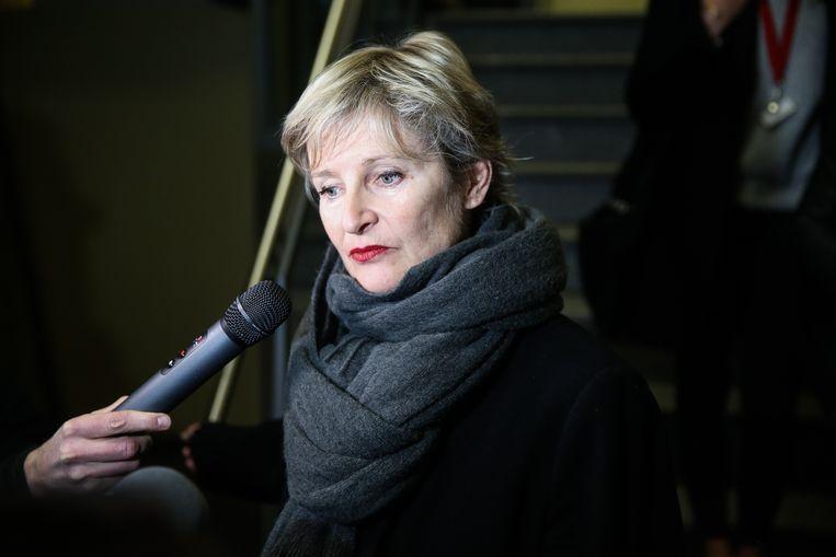 """Actrice Veerle Eyckermans staat de pers te woord na haar getuigenis over de moordpoging door seriedoder Renaud Hardy. """"Opgelucht dat ik het gedaan heb."""""""