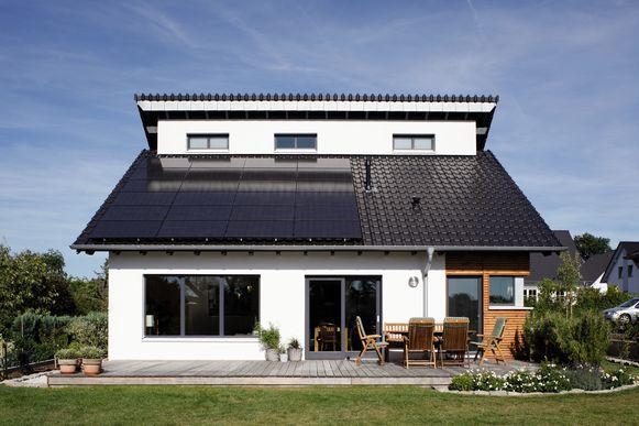 Voor eengezinswoningen en appartementen met aanvraagjaar 2016 koos 27% voor zonnepanelen als hernieuwbare energiebron.