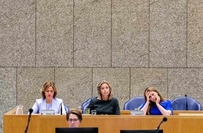 Minister Cora van Nieuwenhuizen (Infrastructuur en Waterstaat) minister Kajsa Ollongren (Binnenlandse Zaken) en minister Carola Schouten (Landbouw, Natuur en Voedselkwaliteit) tijdens het Kamerdebat over de uitspraak van de Raad van State over het stikstofbeleid