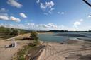 Op het water van de zandwinning van het Azewijnse Broek is onlangs een zonnepark in gebruik genomen.