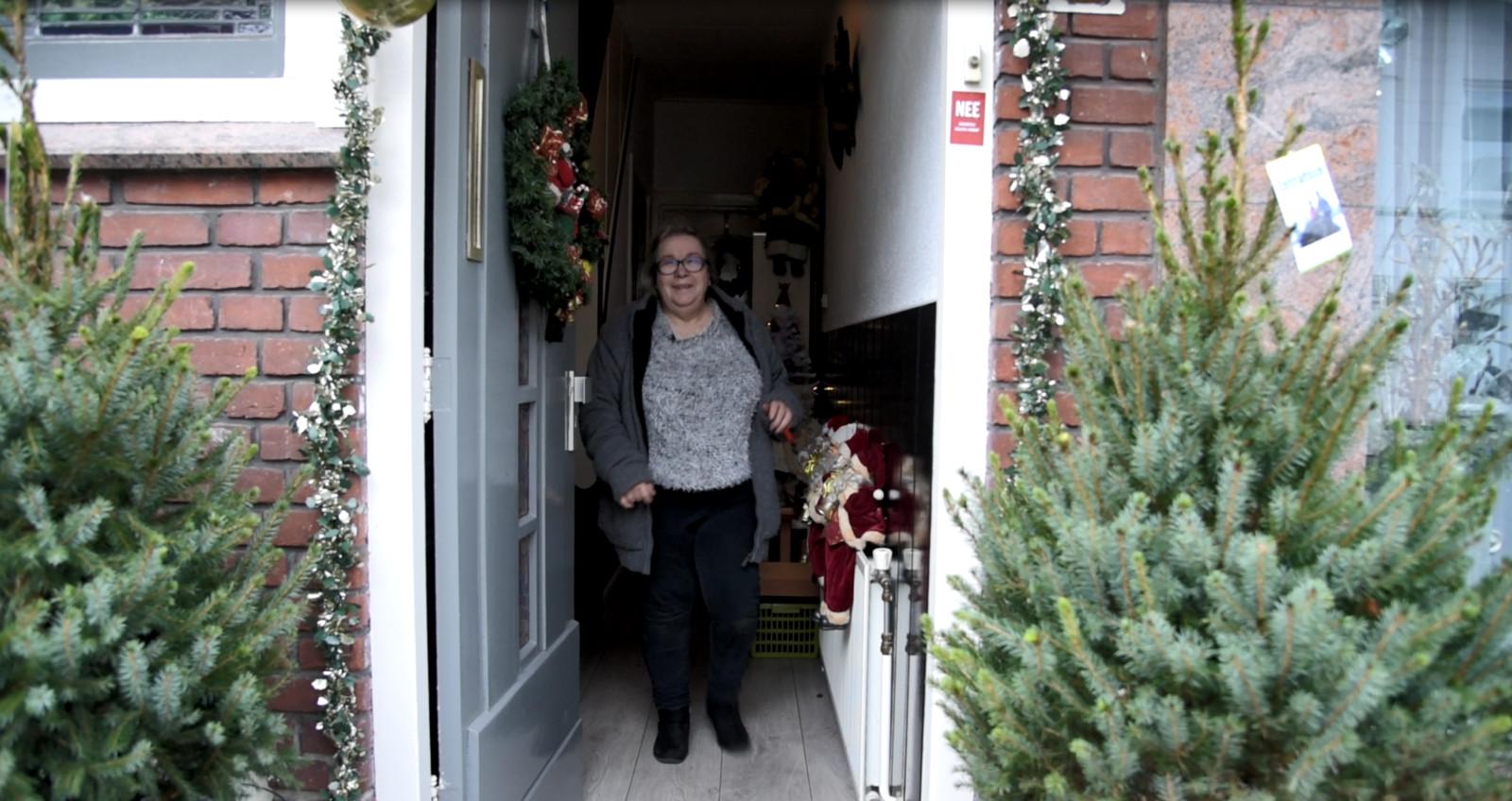 67 jarige kerstfanaat uit enschede tovert huis om tot kerstpaleis