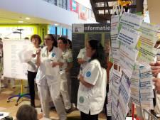 Stakend personeel ETZ Tilburg zingt er lustig op los voor minder werkdruk en meer salaris