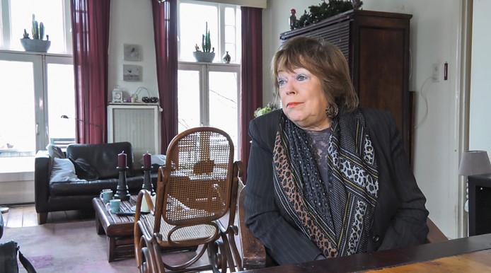 Mary van Vucht doet mee als proefpersoon van de Ouderenbond ANBO over het gebruik van Google Home als hulp bij het langer thuiswonen.