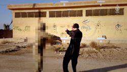 """Pas vier jaar na datum onthuld wie daders bloedbad Parijs heeft getraind: """"Dit is gevaarlijkste terrorist van Europa"""""""