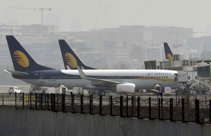 Toestellen van Jet Airways aan de grond op de luchthaven van Mumbai.
