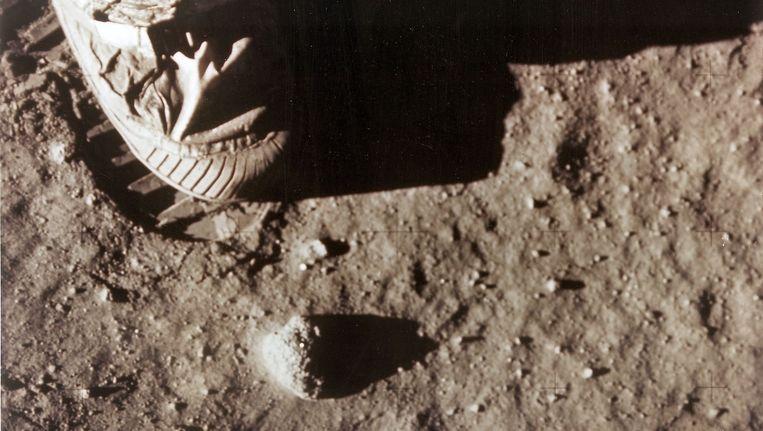 De rechtervoet van Neil Armstrong, de eerste mens op de maan. Beeld anp