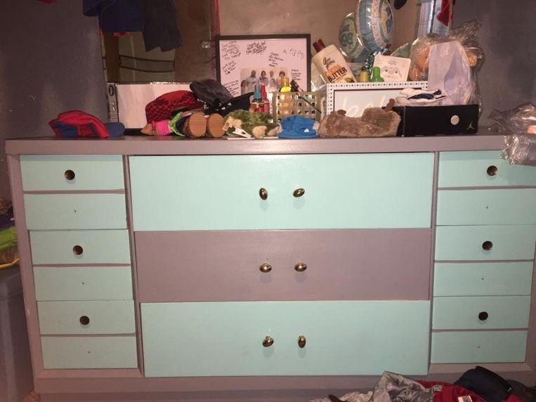 De kast: grijs met blauw, roze met wit of roze en lichtgroen?