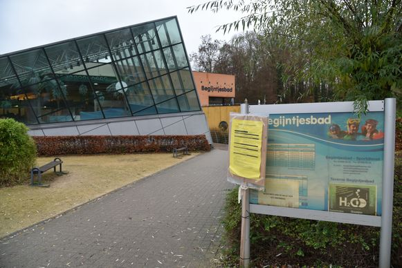 Het Begijntjesbad in Overijse is ondertussen al vier maanden dicht, maar wacht nog op de start van de renovatiewerken.