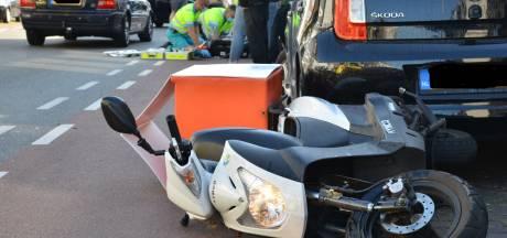 Scooterrijder zwaargewond bij botsing met auto in Breda, traumahelikopter geland