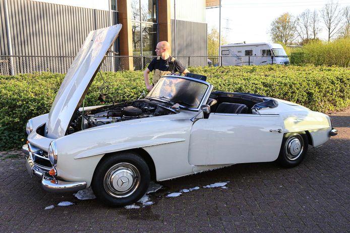 Oldtimer in brand in Helmond.