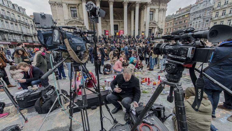 Media op het Beursplein, een dag na de aanslagen in Brussel. Beeld anp