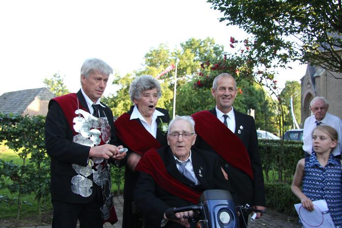 De 4 jubilarissen: vlnr Arno van de Rijdt, Mien Kuijpers-Brands , Frans van de Rijdt en Adrie van de Rijdt.