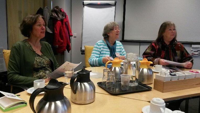 Marie Lieve, Miep Bos en Wieteke van Dort in de felle strijd tegen paarse trosanjers. Beeld