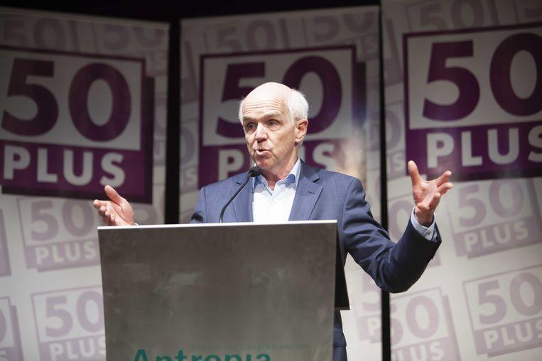 Partijvoorzitter Geert Dales tijdens de ingelaste ledenvergadering van 50Plus. Beeld ANP