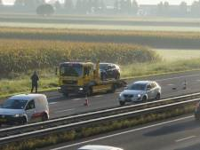 Aanrijding tussen drie auto's op A59 bij Waalwijk