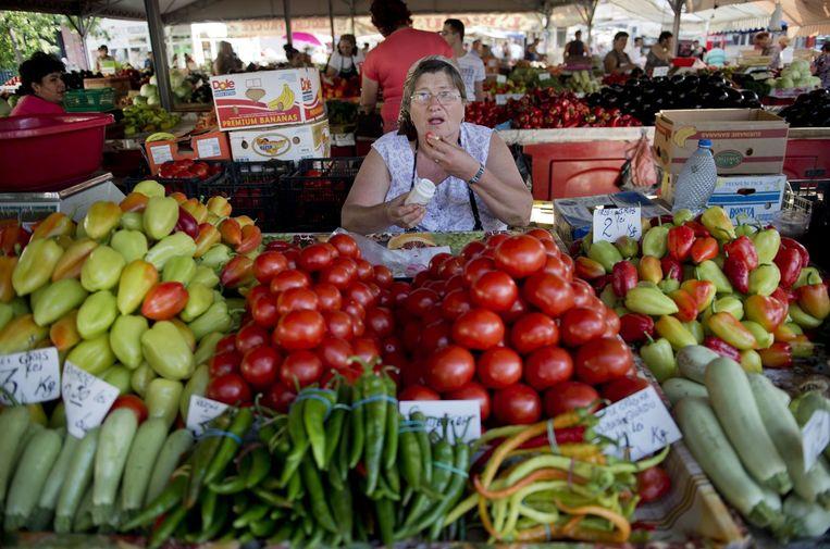 Groenten en fruit op een markt in Boekarest. Beeld null