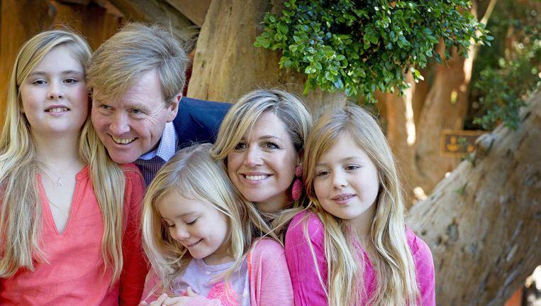 Prinses Amalia (links) met haar zusjes, Koning Willem-Alexander en koningin Maxima. Beeld anp