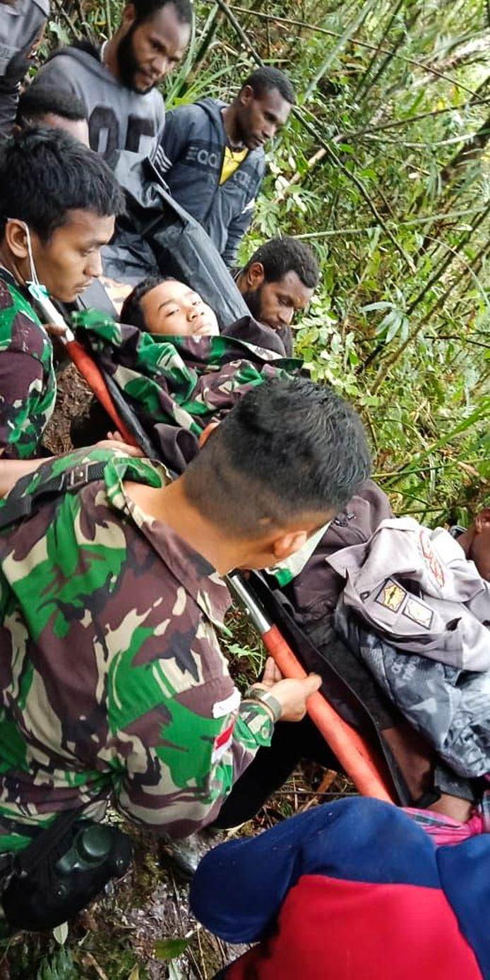 Het kind zou Jumaidi heten en werd tussen de brokstukken in het oerwoud gevonden.