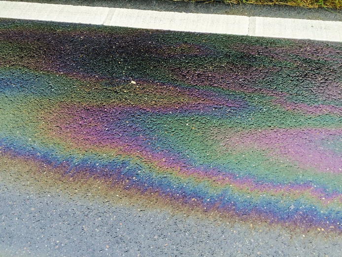 Olie op het wegdek
