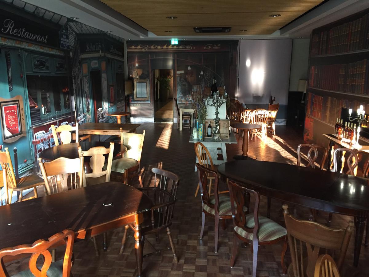 Restaurant zet inboedel Herman den Blijker op Marktplaats | Foto ...