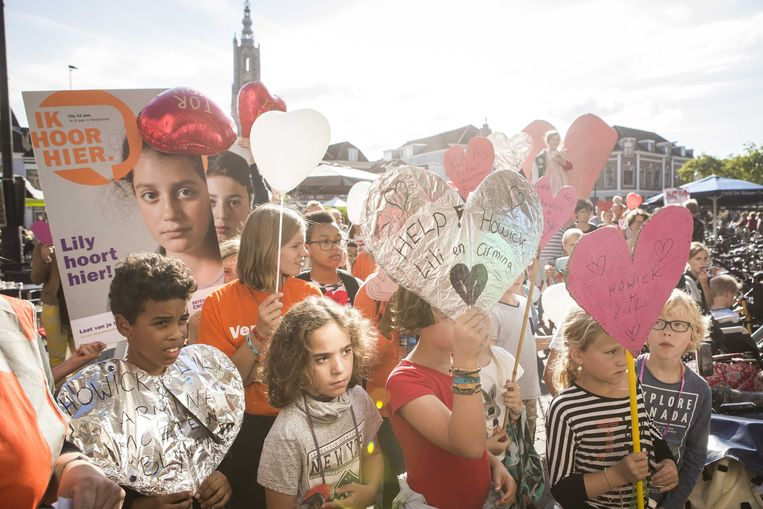 Defence for Children voerde in 2017 actie tegen de uitzetting van Howick en Lili naar Armenie. De rechter besloot toen nog dat de kinderen samen met hun moeder uitgezet mochten worden. Beeld ANP