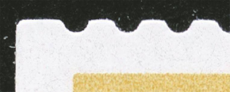 De vervalste guldenzegels zitten niet aan elkaar, maar zijn gestanst (uit het papier gesneden). Ze vertonen geen scheurresten en hebben ondiepe inkepingen. Beeld