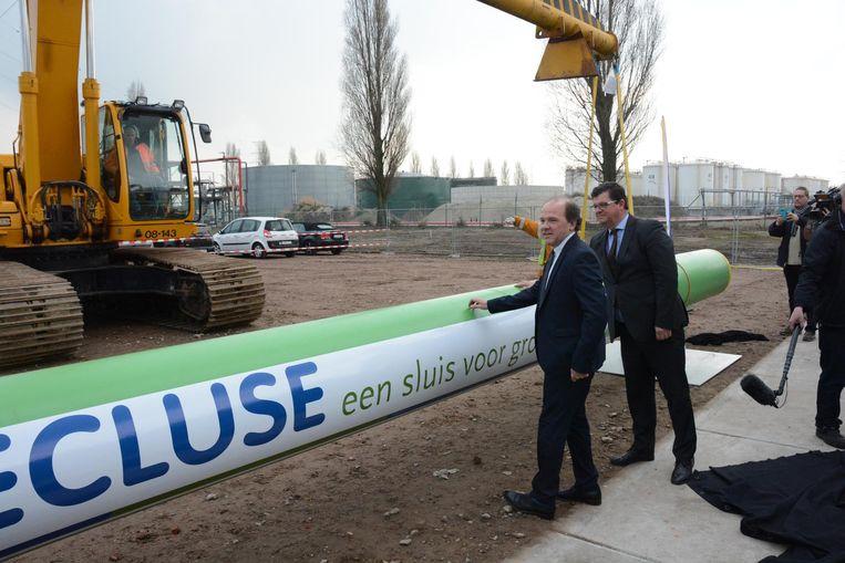 Minister van Economie Philippe Muyters en minister van Energie Bart Tommelein mochten de symbolische eerste buis inhuldigen.