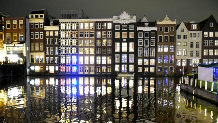 Grachtenpanden in Amsterdam Beeld getty