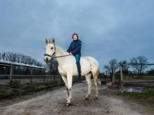Myrthe (14) uit Gouda viel samen met haar pony in het water: 'Zestien brandweerlieden kwamen ons redden'