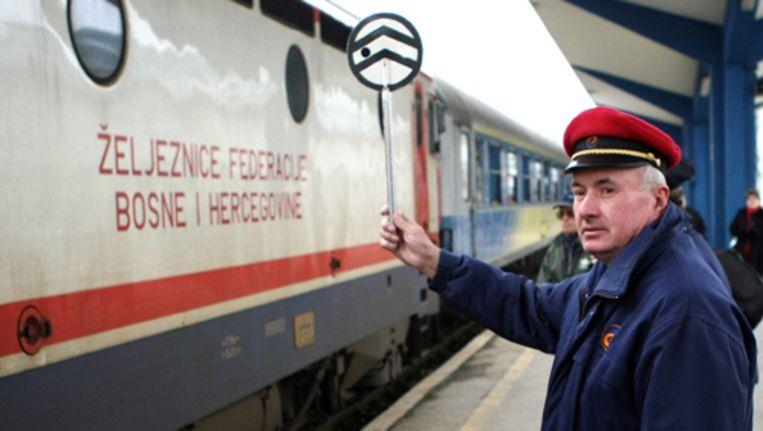 Tijdens de oorlog, die in 1991 uitbrak, werden stukken van de rails opgeblazen en grote delen van de spoorlijn lagen in gebieden waar hevig werd gevochten tussen Bosnische Serviërs, Kroaten en moslims. Na achttien jaar rijdt de trein weer. Foto AP Beeld