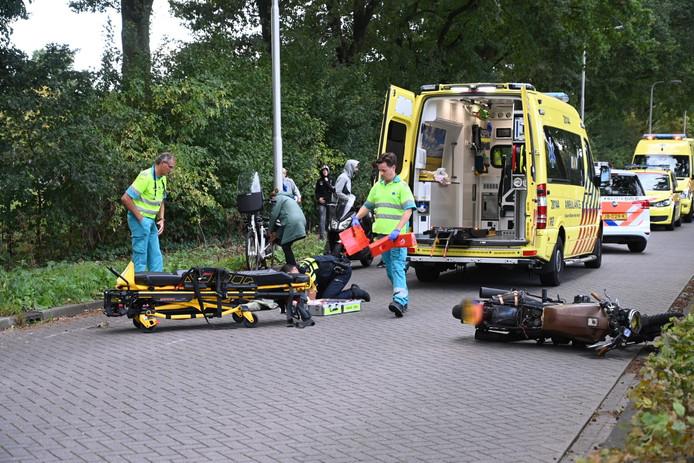 Bestuurder motorfiets zwaargewond bij aanrijding met fietser in Tilburg