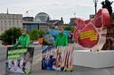 Greenpeace-activisten demonstreren in Berlijn tegen de situatie in Duitse slachthuizen.