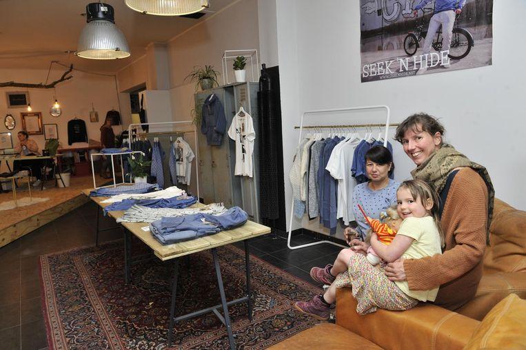 Sue Tack met de kleine Jo en Daniëlle.