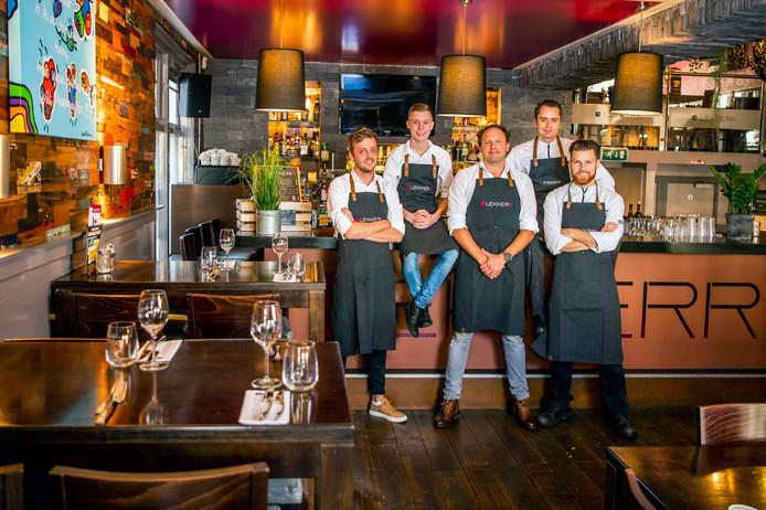 Restaurant Lekkerr. V.l.n.r; Arnout Benschop (manager), Michael Weijnen (leerling), Michiel Boon (eigenaar), Ronald Helders (chef) en Lennart de Graaf (chef)