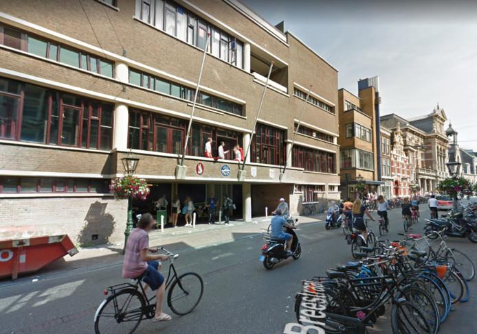 De societeit van Minerva aan de Breestraat in Leiden.