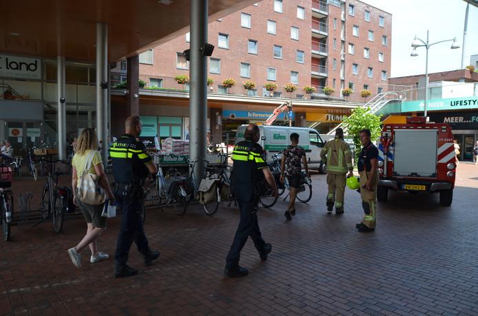 De Albert Heijn in winkelcentrum Carnisse Veste in Barendrecht is vanmiddag ontruimd.