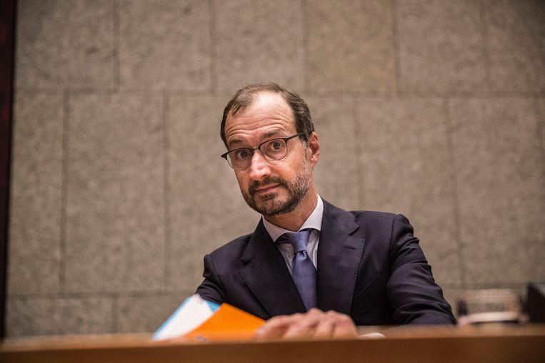 Minister Wiebes tijdens het debat.  Beeld arie kievit