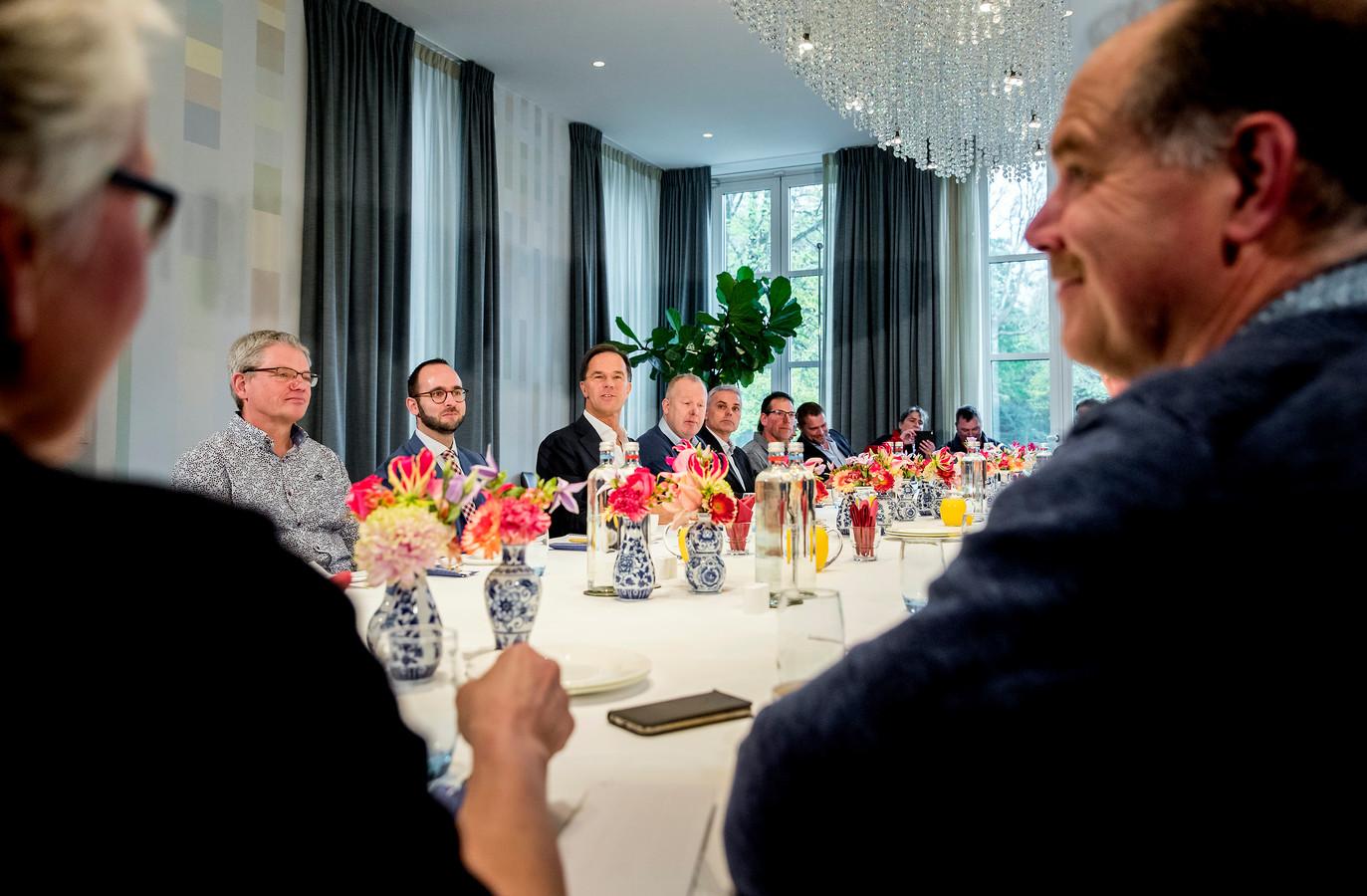 Vijftien boeren mochten uiteindelijk om de tafel met Rutte