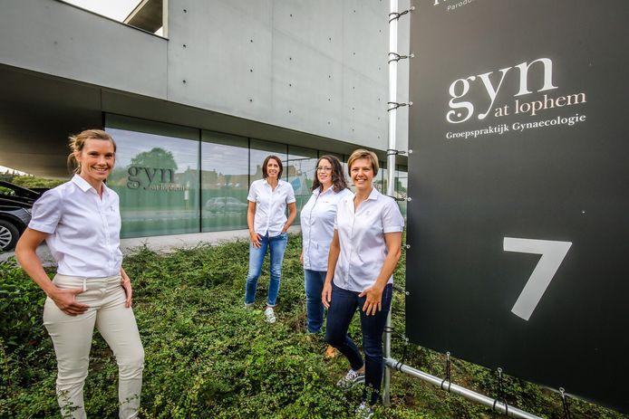 Gynaecologen Ellen Deckers, Franciska Stroef, Elvira Serkei en Tineke Desutter.