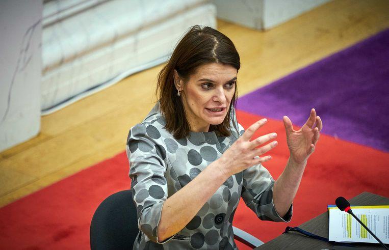 Staatssecretaris Barbara Visser van Defensie ging in de Oude Zaal in debat over het afblazen van de verhuizing van de marinierskazerne van Doorn naar Vlissingen. Beeld ANP/Phil Nijhuis