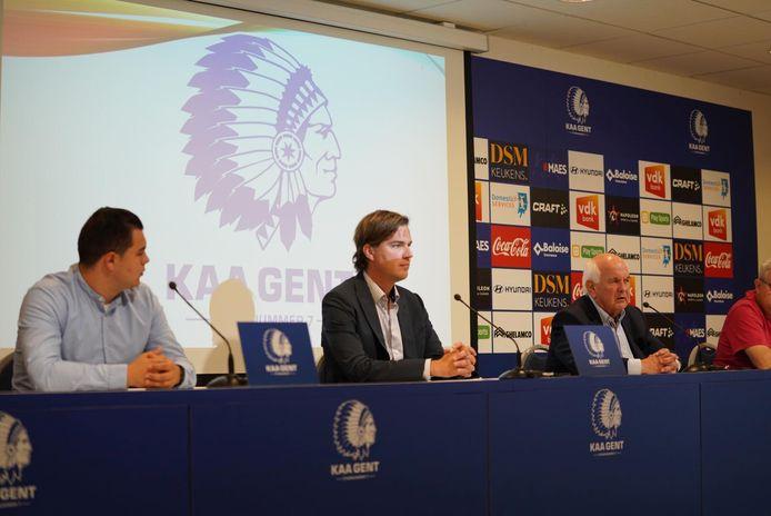 Burgemeester Mathias De Clercq en voorzitter Ivan De Witte van KAA Gent.