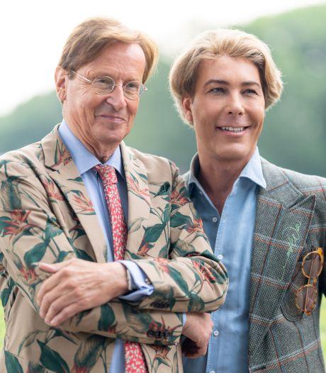 Rogier (van Frank) zónder pruik en Anouk met de billen bloot
