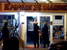 Politie geeft beelden vrij van schutter die Rijswijkse barbershop onder vuur neemt