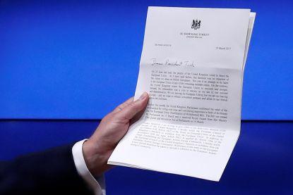 Wat staat er in artikel 50? Niet meer dan vijf paragrafen en veel onbekend terrein