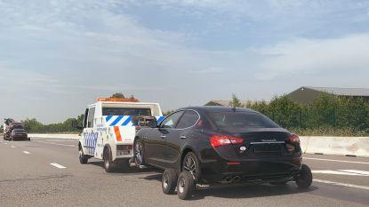 Twee Maserati's en twee Bentley's in beslag genomen bij drie zelfverklaarde 'keizers van Oostende'