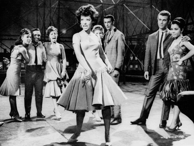 Rita Moreno (in het midden) in 'West Side Story'.