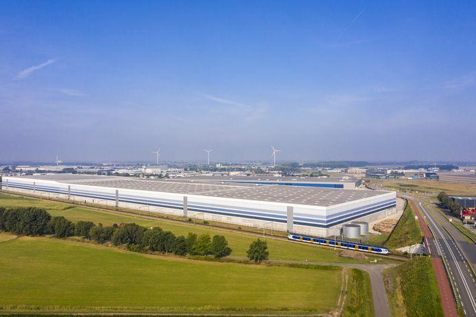 Luchtfoto Primark Roosendaal. Links de uitbreiding.
