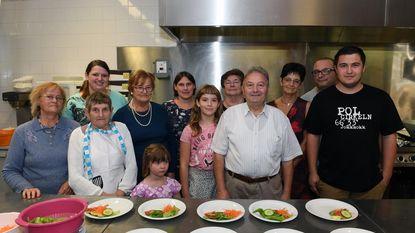 Wielervrienden serveren kilo's mosselen