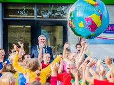 Okkenbroekse basisschool Wereldwijzer geopend met een wereldbol